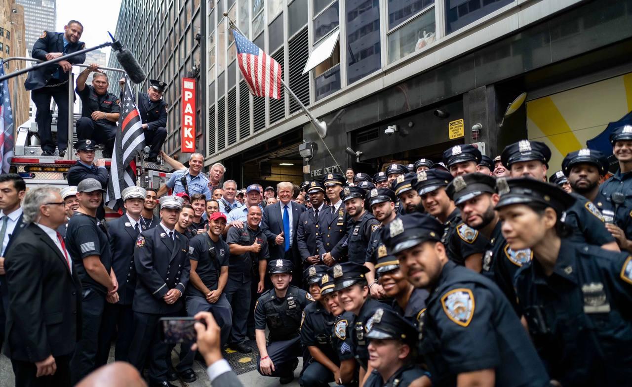 پلیس های نیویورک این طور ترامپ را تحویل گرفتند+عکس