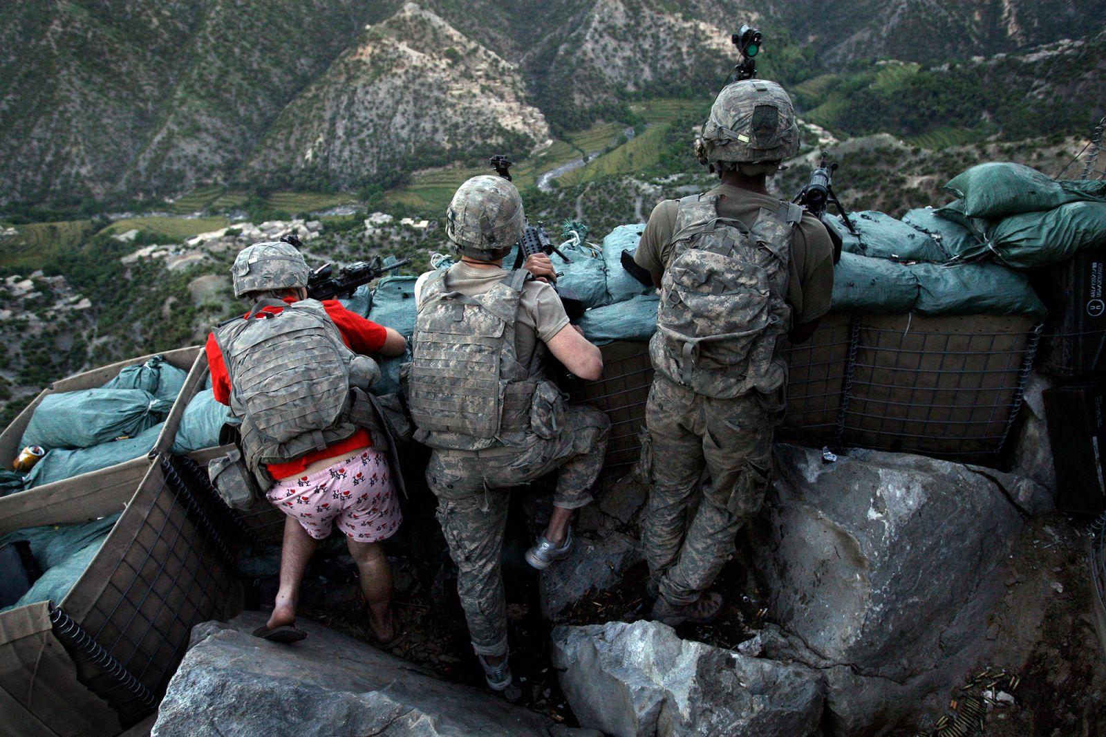 لباس زننده سرباز آمریکایی در افغانستان+عکس
