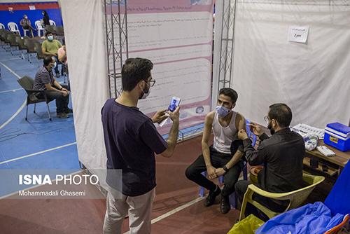 عکس یادگاری پسر تهرانی هنگام واکسیناسیون+عکس