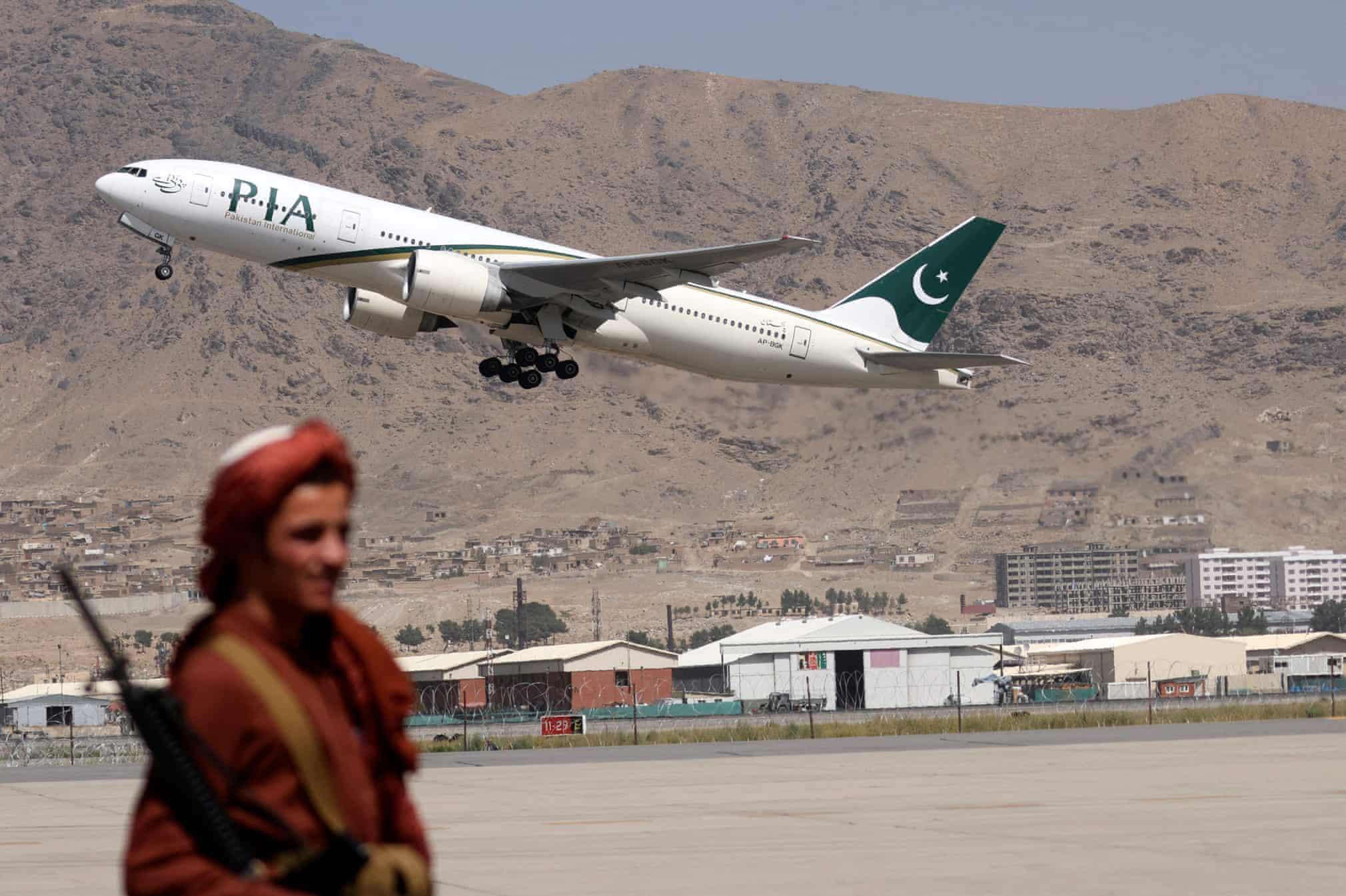 اولین پرواز خارجی طالبان+عکس