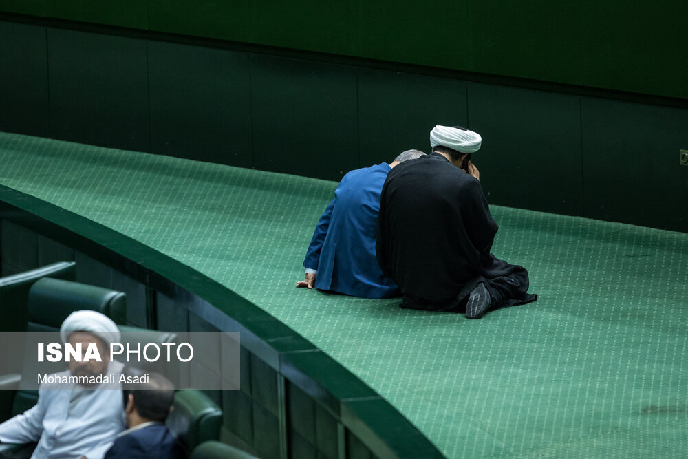 جلسه خاص دو نماینده در گوشه مجلس+عکس