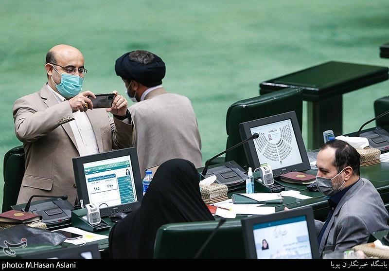 نماینده مجلس در حال پیدا کردن سوژه عکاسی+عکس