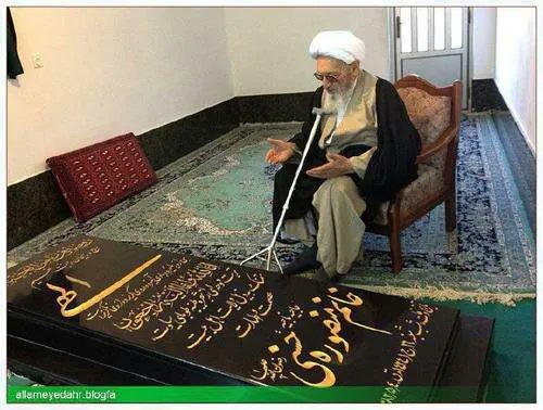 تصویر تکان دهنده از قبر همسر علامه در منزلش +عکس