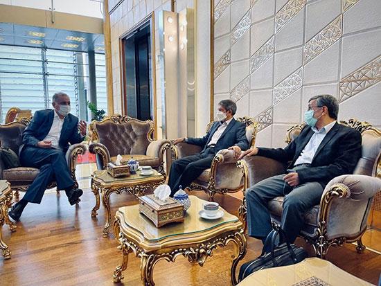 احمدی نژاد در راه دبی دیده شد+عکس