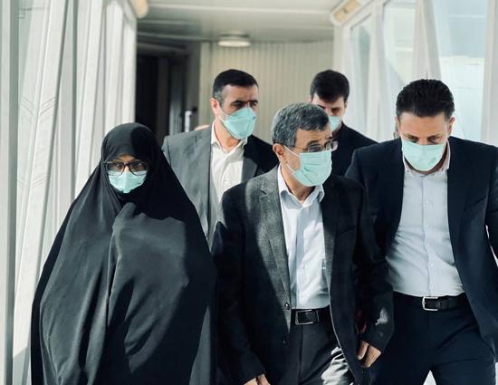 احمدی نژاد و همسرش در فرودگاه دبی+عکس