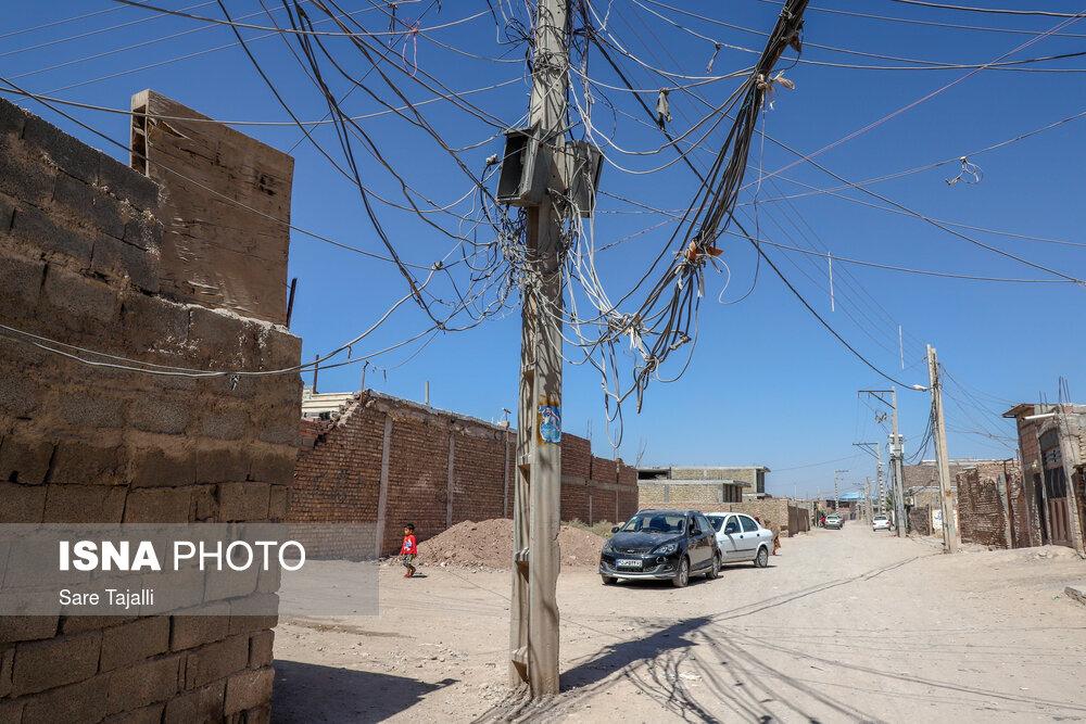 روستای حاشیهای شهر کرمان، برق بصورت امانی و عاریتی تامین میشود.