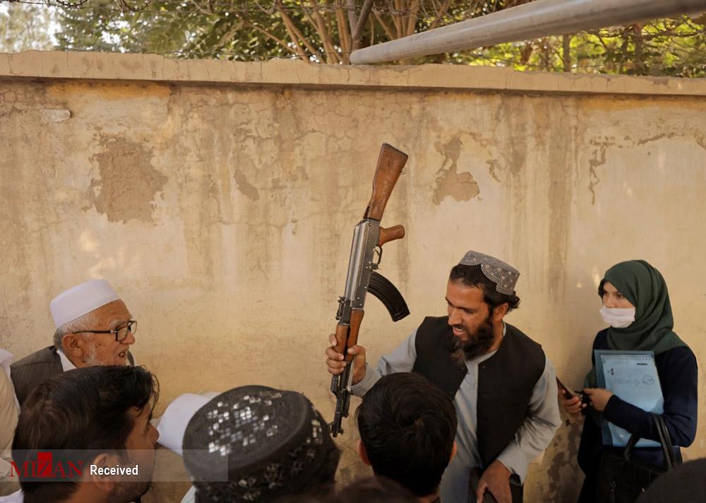 صفی که طالبان به زور اسلحه درست کرد+عکس