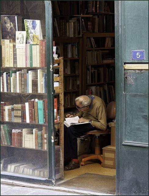 بامزه ترین کتاب فروش دنیا+عکس