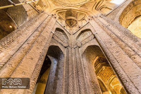 مسجد جامع اصفهان یکی از بناهای تاریخی و مذهبی ایران است