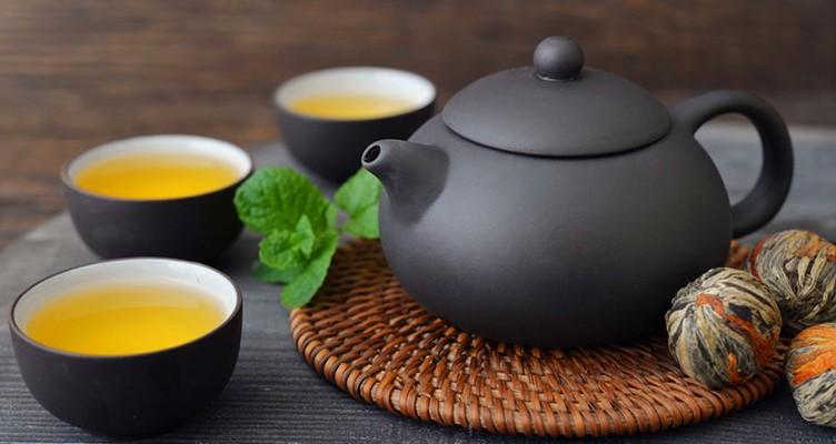 آنچه با نوشیدن چای در بدن رخ میدهد