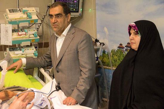 عیادت وزیر بهداشت و همسرش از استاد اخلاق+عکس