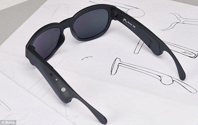 عینکی که صداها را در گوش زمزمه می کند