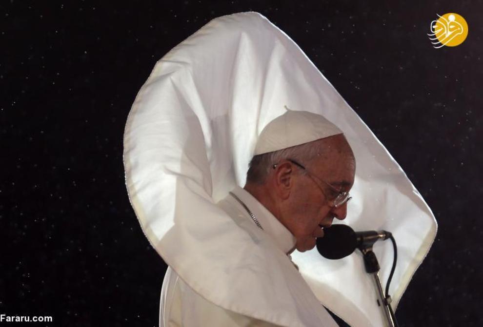 تصاویر جالبی از شوخی باد با لباس پاپ