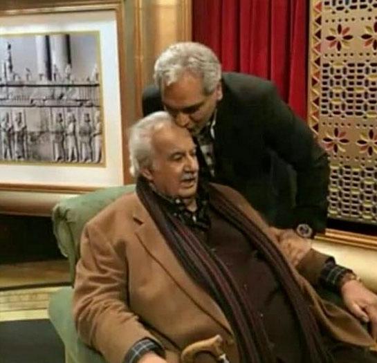 بوسه مهران مدیری بر پیشانی ناصر ملک مطیعی /عکس