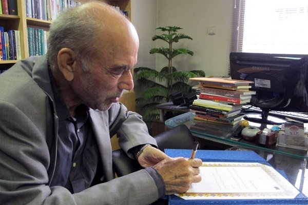 داوری اردکانی: دکتر احمدی در دانشمندی و در کار فلسفه، جامع قدیم و جدید بود