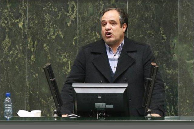 محمودی شاهنشین: برخی مدیران مدارس به دلیل  کمبود معلم تدریس میکنند