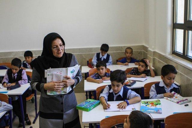 حضور ۵۴ درصدی زنان در آموزش و پرورش