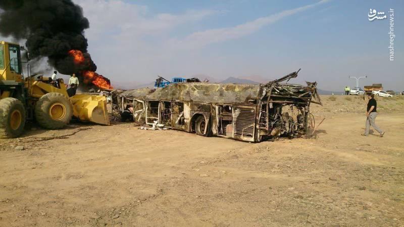 عکس: اتوبوس سوخته تصادف مرگبار جاده نطنز
