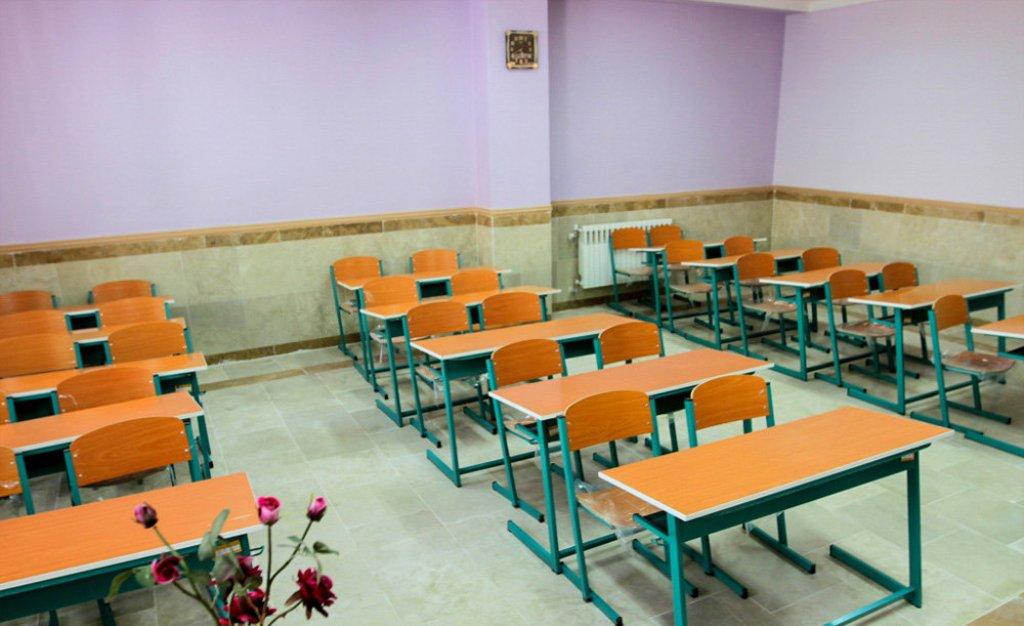 مدرسه ای که برای تماس تلفنی ازدانش آموزان پول می گیرد