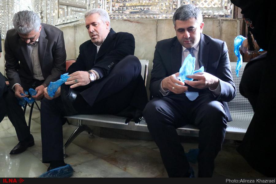 عکس: پوشش عجیب کفش های معاون روحانی!