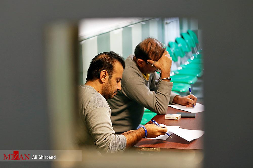 عکس: سلطان سکه در حال نوشتن وصیت نامه