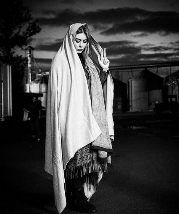 عکس: پوشش عجیب «سحر قریشی» که شبیه پتو است!
