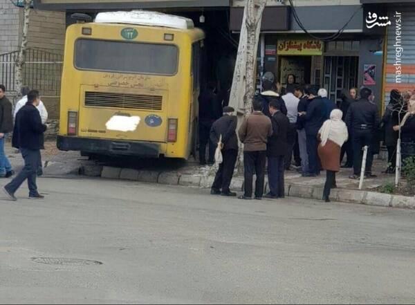 ورود اتوبوس به مغازه قنادی در قزوین! +عکس