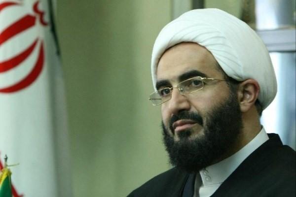 عکس یادگاری امام جمعه جدید تهران در ماشینش +عکس