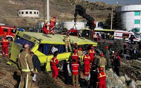 مقصران  واژگونی اتوبوس دانشجویان دانشگاه آزاد معرفی شدند +عکس