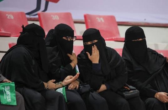 پوشش باورنکردنی  زنان عربستانی در جام ملتهای آسیا +عکس