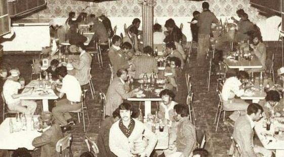 رستوران شلوغ در تهران در دهه ۵۰ +عکس