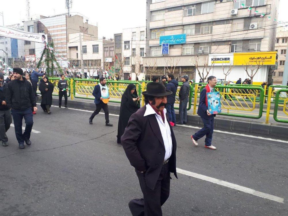 لوتیها هم به  راهپیمایی ۲۲ بهمن آمده بودند+عکس