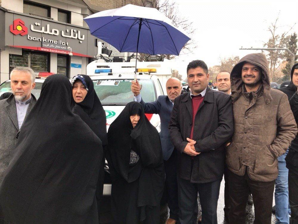 همسر مرحوم هاشمی رفسنجانی و دخترش در راهپیمایی ۲۲ بهمن +عکس