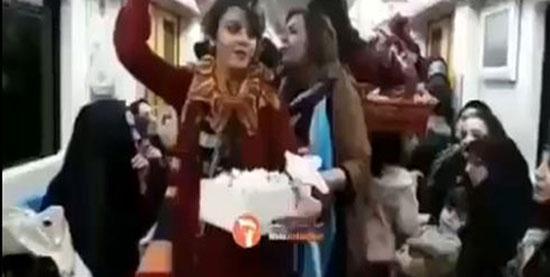 زنی که در مترو کشف حجاب کرد + عکس