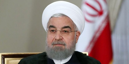 حسن روحانی در آغوش پدرش +عکس