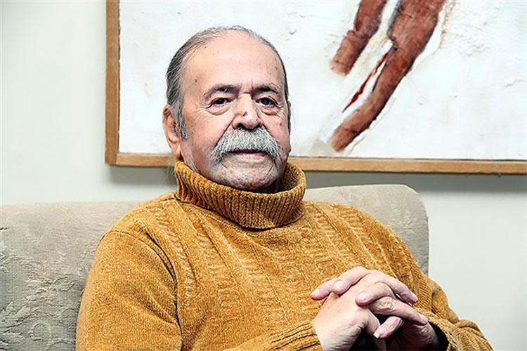 محمدعلی کشاورز در حال فوت کردن شمع ۸۹ سالگیاش +عکس