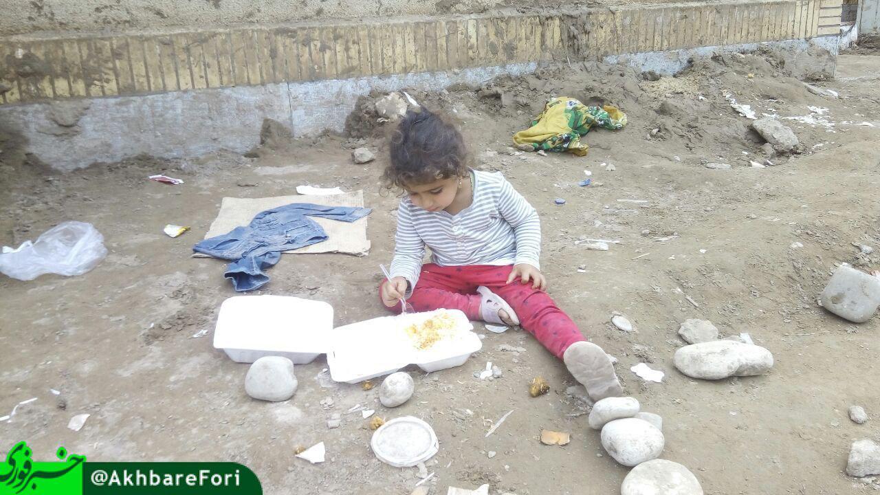 نمایی تلخ از زندگی یک دختر بچه در پلدختر + عکس