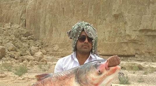 صیاد سیستان و بلوچستانی ماهی ۲۰ کیلویی گرفت +عکس