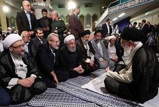 تصویری دیدنی از گفتگوی رهبر انقلاب با روحانی و لاریجانی