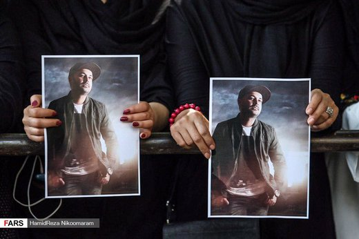 مراسم تشییع خواننده مشهور پاپ کشور + عکس