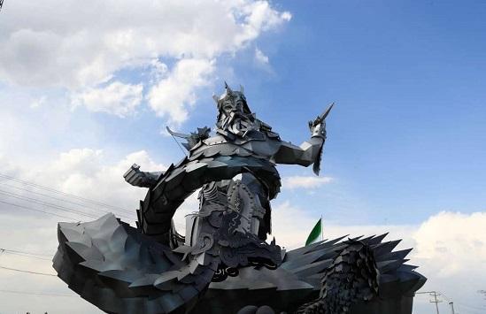 از مجسمههای رستم در مشهد رونمایی شد +عکس