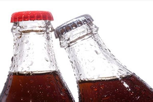 مصرف نوشابه و آبمیوه موجب افزایش ریسک مرگ زودهنگام میشود