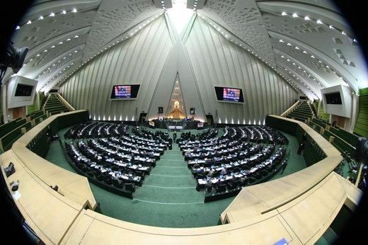 کارگردان «لانتوری» و قربانیان اسیدپاشی مهمان  مجلس شورای اسلامی + عکس