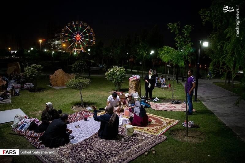 افطار خانوادهها در کنار دریاچه چیتگر +عکس