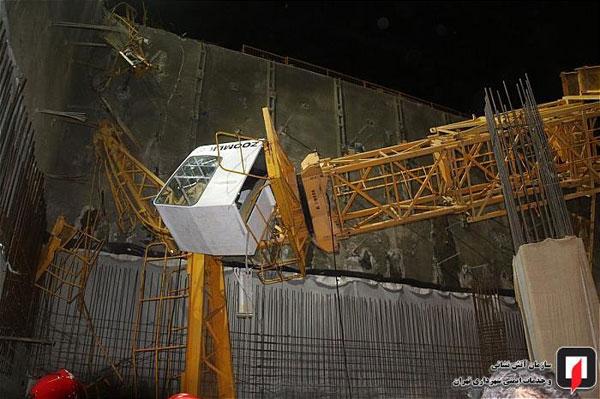 سقوط جرثقیل ساختمانی در ملاصدرای تهران +عکس