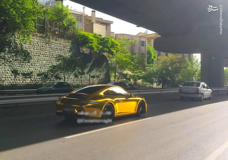 پورشه ۹۱۱ با ورقه های طلا در تهران + عکس