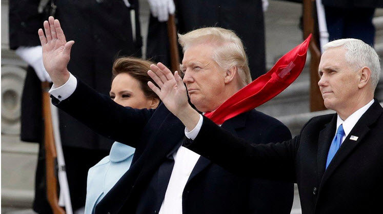 شلختگی ترامپ در دیدار ملکه انگلیس سوژه رسانه های بین المللی شد + عکس