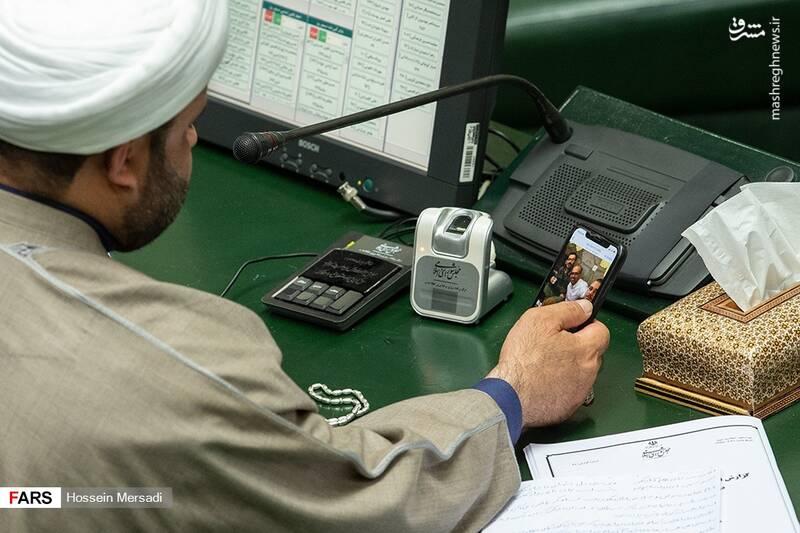 فرزندان وزیر جنجالی پشت میز نماینده مجلس + عکس