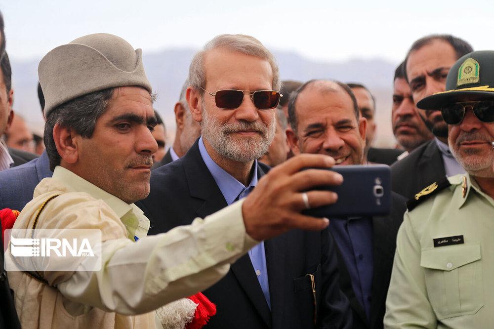 سلفی عشایر با رئیس مجلس +عکس
