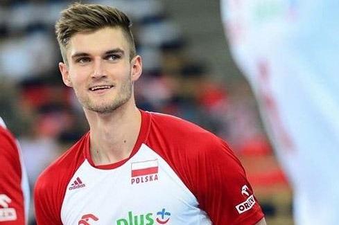 والیبالیست لهستانی پول ایران را تحقیر کرد+عکس